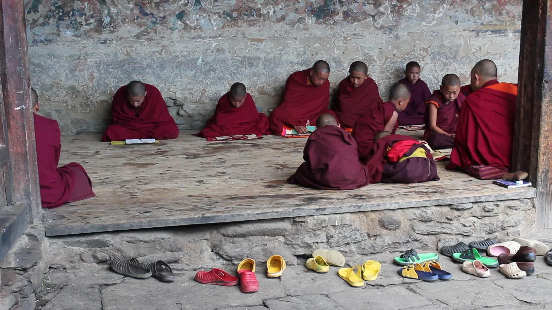 Kuezang Chholing Shedra, Phobjikha Valley